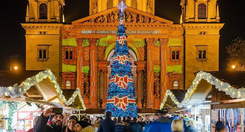 a-budapesti-advent-bazilika-lett-europa-legszebb-karacsonyi-vasara.jpg