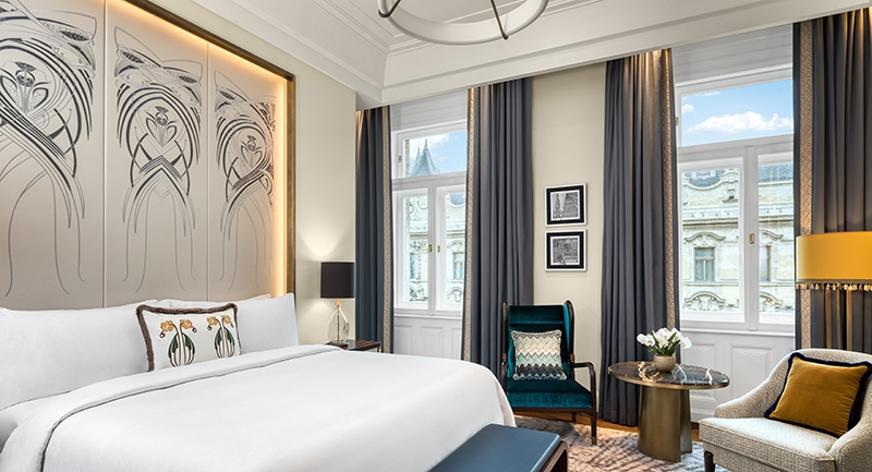 a-matild-palace-a-luxury-collection-hotel-budapest-lerantja-a-leplet-az-mkv-design-altal-tervezett-impozans-belso-tereirol.jpg