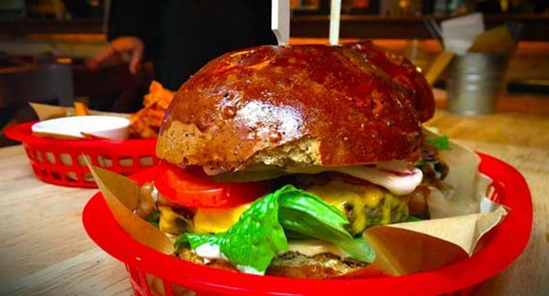 mar-sorbol-is-keszitenek-hamburgert.jpg