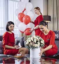 piros-ruhas-holgyek-a-kempinski-szallodakban-10-eves-a-lady-in-red-negyedik.jpg
